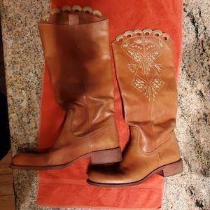BCBG luggage leather boots size 8 1/2
